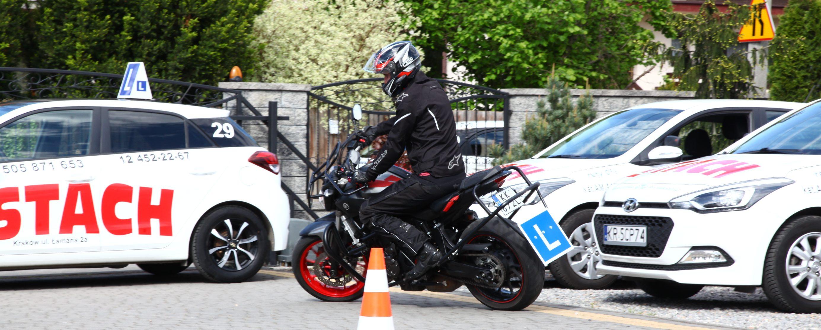 motocykl i samochody do nauki jazdy